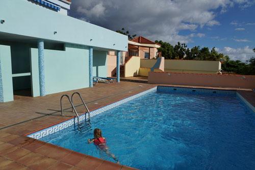 Das Schwimmbad wir mit einem weiteren Haus geteilt. Wir hatten es jedoch immer für uns alleine.
