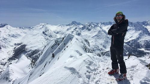 Auf dem Gipfel des Piz Lagrev