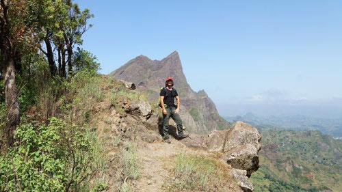 Olli auf dem Weg zum  Pico d'Antonia (der Spitz im Hintergrund).