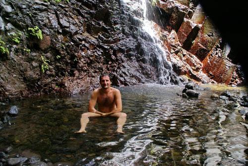 Endlich beim Wasserfall - Ein Bad gefälligst
