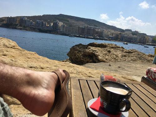 Relaxen im gemütlichen Il Gabbiano Restaurant direkt am Meer
