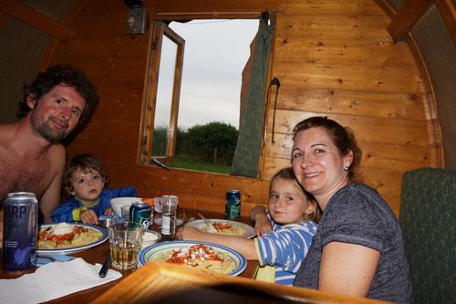 Erst dann kamen wir dran. Ein leckeres Abendessen in Donaghmore.