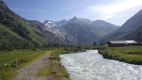 Blick auf den Gletschboden. Im Foto hinten Links befindet sich der Kletterspot.