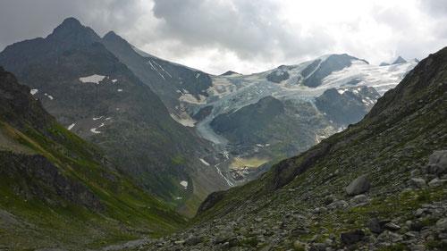 Bedrohliche Wetter-Szenerie: Blick auf Stusten- und Gwächtenhorn beim Abstieg