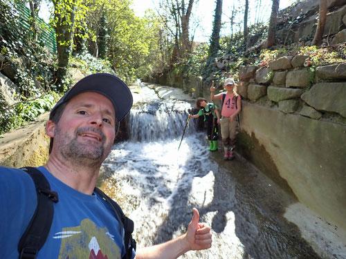 Blick zurück zur letzten Wasserschnelle des Orisbachs, bevor dieser in die Ergolz mündet.