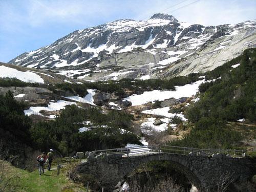 Teilweise waren die Kletterrouten noch mit Schnee bedeckt. Hintergrund: Klettergarten Azalée Beach
