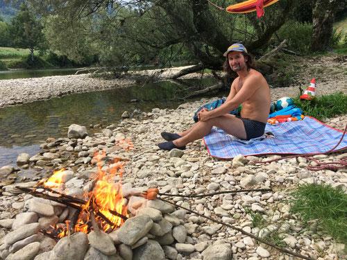 Grillieren am Fluss