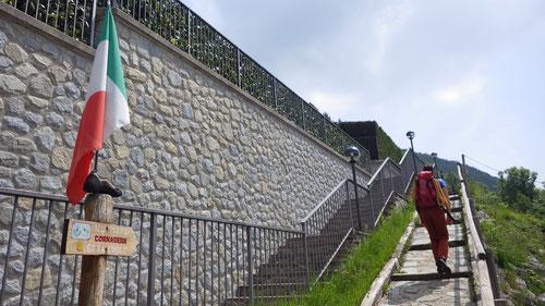 Hier startet der Wanderweg hoch zu den Kletterfelsen von Cornagera