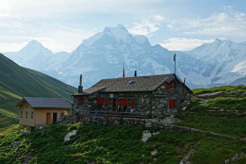 Die Rotstockhütte in prächtiger Bergkulisse.