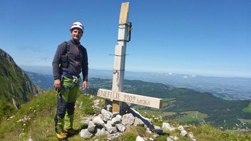 Auf dem Gipfel der Nüneneflue (2'102m)