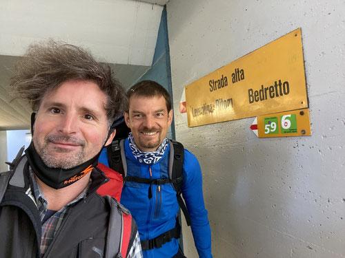 Los geht es am Bahnhof von Airolo.