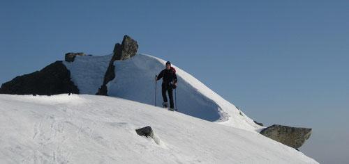 Abstieg vom Gipfel Pt. 2758