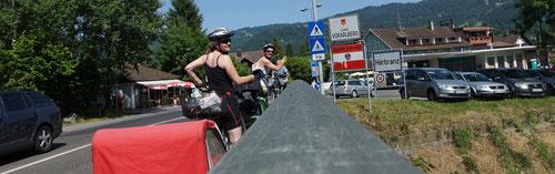 Wir erreichen die Grenze zu Österreich.