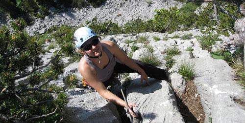 Tanja beim Nachstieg der vierten Seillänge