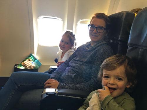 Mit Luca im Flugzeug war uns nicht immer Lachen zumute.