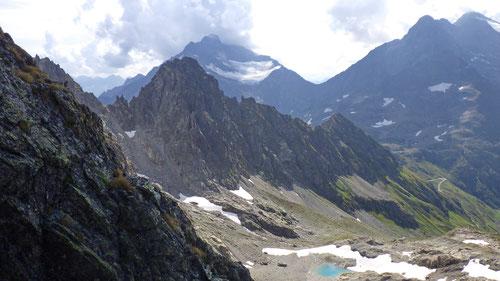 Prächtige Bergkulisse während des Kletterns.