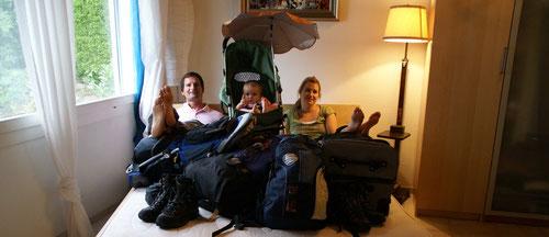 Fertig eingepackt und bereit zum Abflug – Familie Güthlin Gepäck