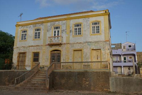 Ein alter Kolonialbau im Zentrum von Maio.