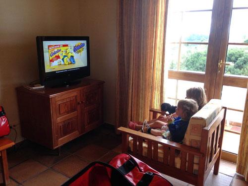 Es hatte sogar einen Fernseher zur Freude der Kinder (und Entlastung der Eltern)!