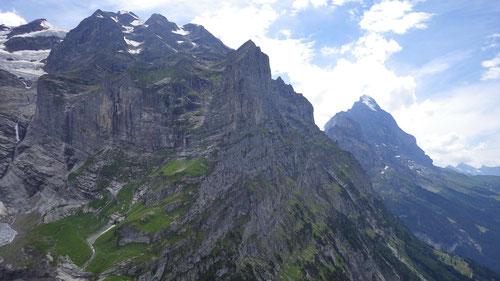 Sicht auf Schreckhorn und Eiger