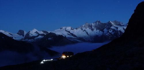 Aufbruch am Morgen (Almagellerhütte)