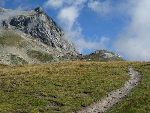 Wiwannihorn mit Hütte und Zustiegsweg