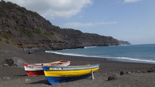Die Badebucht neben dem Hafen von São Filipe