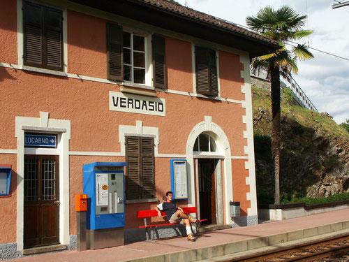 Am Bahnhof von Verdasio