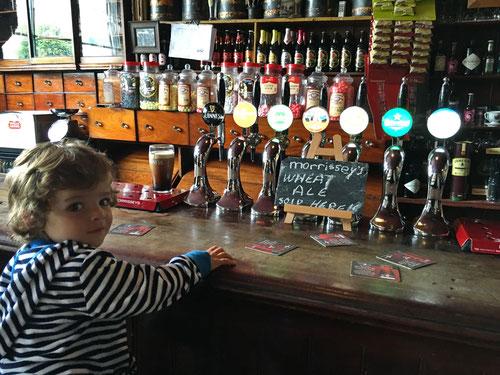 Luca im Morrissey, das älteste Pub im Ort.