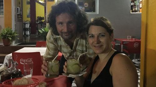 Einen erfrischenden Caipirinha: Anstossen auf die tollen Erlebnisse des Tages