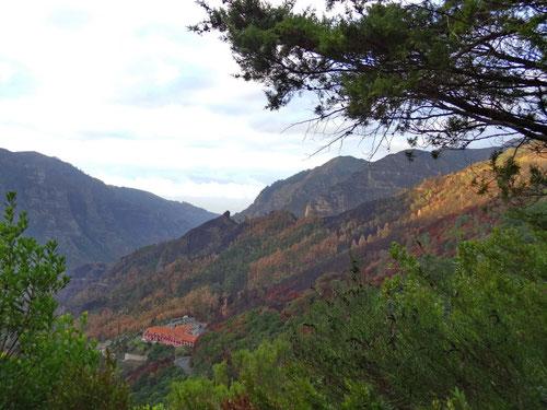 Blick von der Levada do Norte auf die Residenz Encumeada