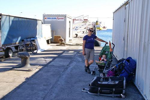 Warten im Hafen auf Fred Olson (die Fähre)