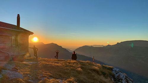 An einem schöneren Ort in den Bergen kann man den Sonnenuntergang fast nicht geniessen. Copyright by www.tobiaserzberger.ch