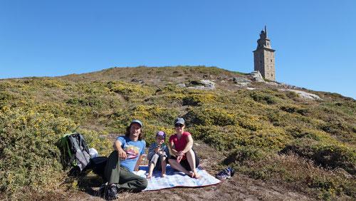 Picknick unterhalb des Herkulesturmes.