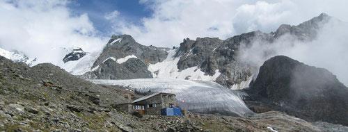 Die Domhütte 2940m mit Festigletscher