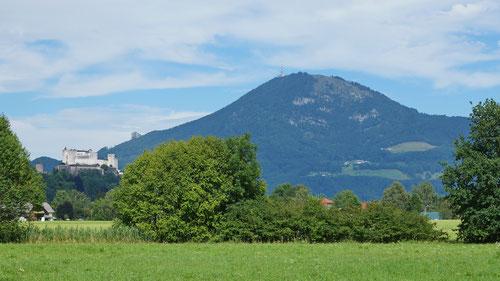 Salzburg, ich komme: Die Festung Hohensalzburg, dahinter der Gaisberg.