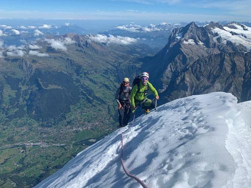 Kurz vor dem Gipfel des Eigers (Copyright by www.tobiaserzberger.ch)