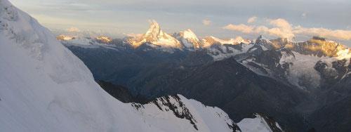 Panorama beim Aufstieg (Matterhorn in der Mitte)