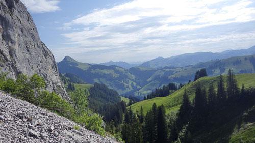 Typisch Gastlosen: Die liebliche Hügellandschaft ist einfach schön!