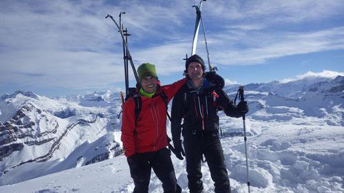 Auf dem Gipfel des Blüembergs (2404m)