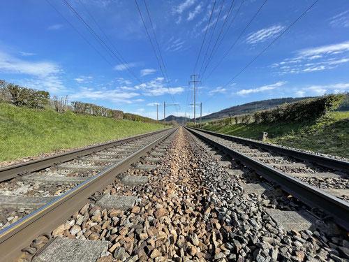 Ich bin einiges langsamer als die Eisenbahn unterwegs ;-)