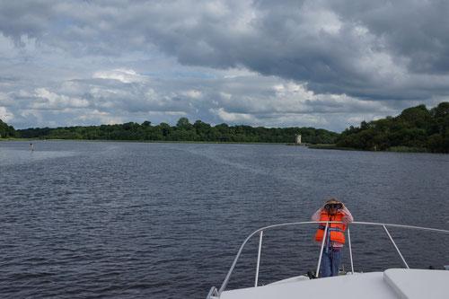 Späher entdecken die Insel Gad mit dem Crichton Tower.