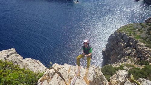 Auf zu neuen Taten: Abseilen am Cap Creu.