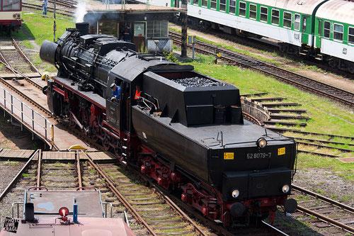 Die '52er beim verlassen der Drehscheibe (Bahnhof Eger)