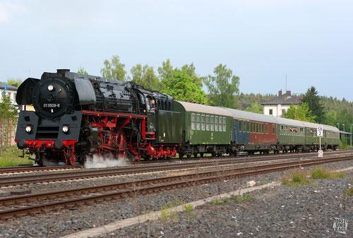 BR 01 im Bahnhof Wunsiedel-Hohlenbrunn (Fichtelgebirge)