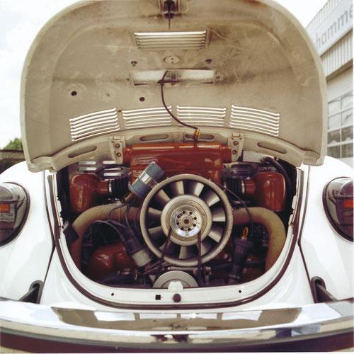 """Die Kraftquelle, ein """"Kerscher""""-Typ 4 mit 2  Liter Hubraum und 100 PS (gemessen an den Rädern!)"""