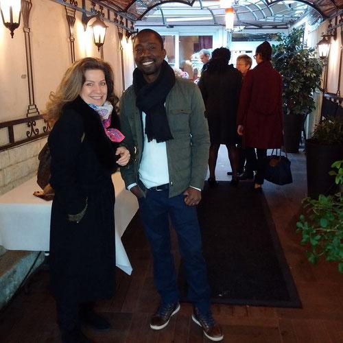 Tiassé  et Anne-Claire d'Arts et Artistes au vernissage de la boutique éphémère