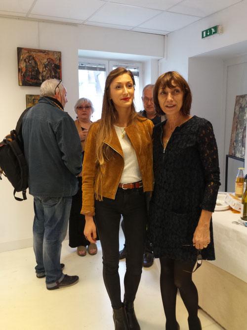 Exposition chez Arts et Artistes photographie d'Elena PAROUCHEVA avec sa fille.