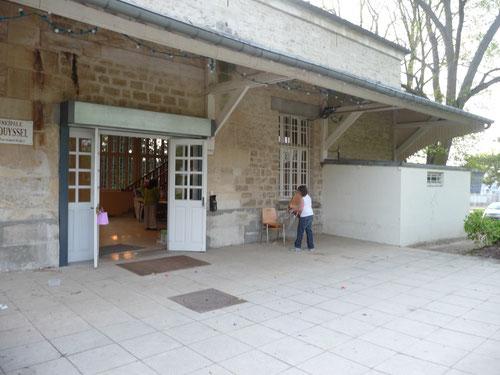 Salle d'accueil des renseignements d'Arts et Artistes cours et expos