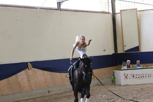 Einzelnachwuchs Lea Pottgieser erturnt sich ihre erste Aufstiegsnote